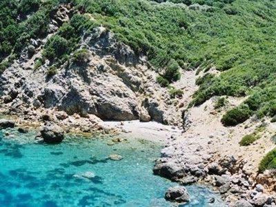 Spiaggia del Faraglioncello all'Isola del Giglio