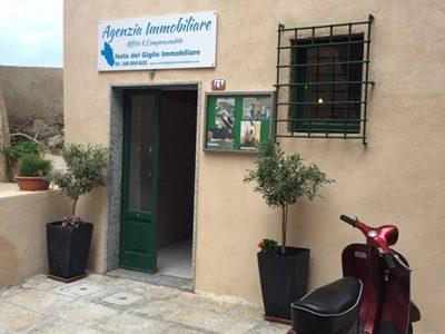 Ingresso Agenzia Isola del Giglio Immobiliare di Cante Francesca