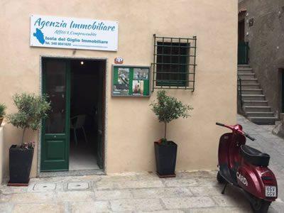 Entrata Agenzia Isola del Giglio Immobiliare di Cante Francesca, vendita ed affitto appartamenti all'Isola del Giglio