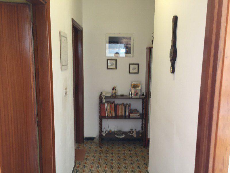 Particolare del corridoio dell'Appartamento Gabriella - Appartamenti Giglio Porto in vendita