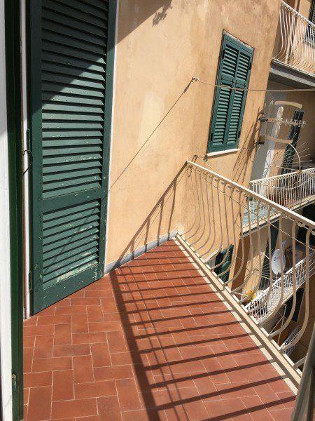 particolare del terrazzo presente nell'appartamento Gabriella - Case in vendita a Giglio Porto