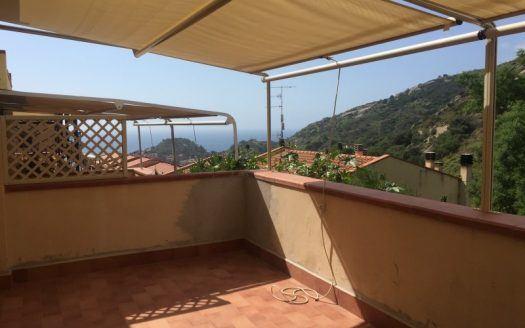 Terrazza coperta posta in Appartamento Monticello a Giglio Porto. Vendita case a Giglio Porto realizzate da Isola del Giglio Immobiliare