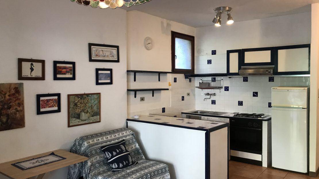 Angolo cucina presente nell'Appartamento Serena in vendita e Cannelle Isola del Giglio