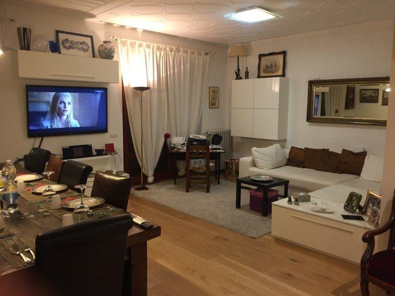Tavolo e area soggiorno di appartamento in vendita a Grosseto, Via Sardegna, venduto da Isola del Giglio Immobiliare