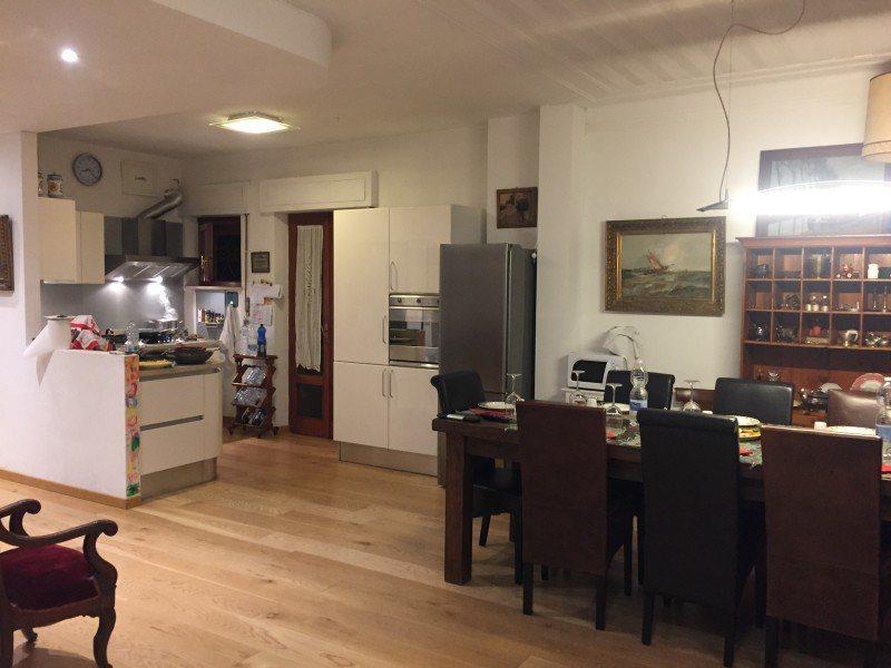 Area soggiorno e cucina. Appartamento bifamiliare in vendita a Grosseto, Via Sardegna.