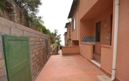 Zona esterna viale di Trilocale in vendita a Giglio Porto in Località Monticello