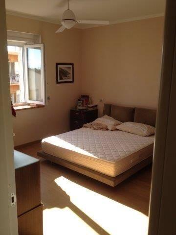 Camera da letto con matrimoniale presente presso attico in vendita a Grosseto, zona Stadio Carlo Zecchini
