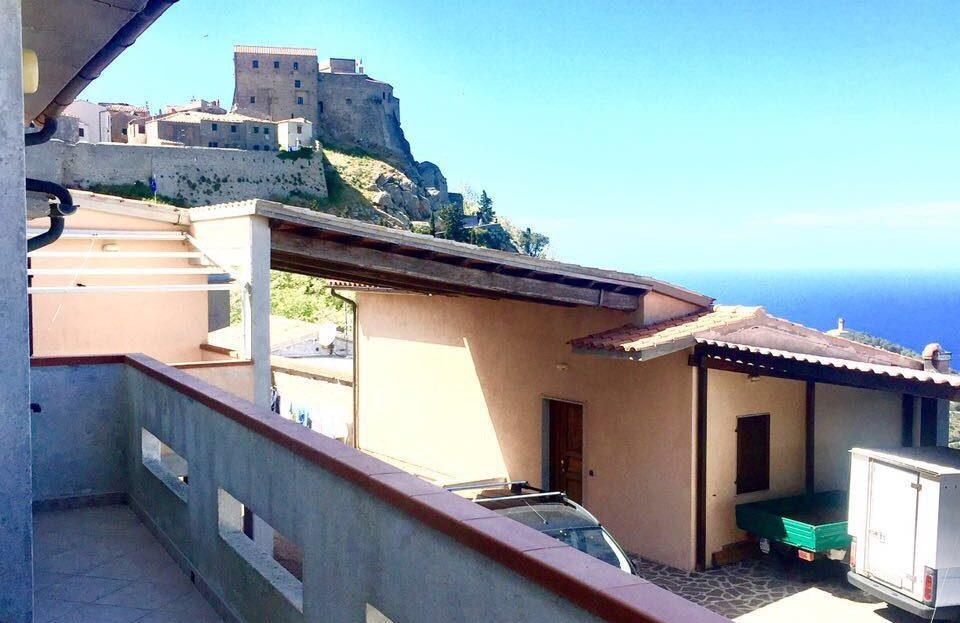 terrazzo con vista esterna a Giglio Castello