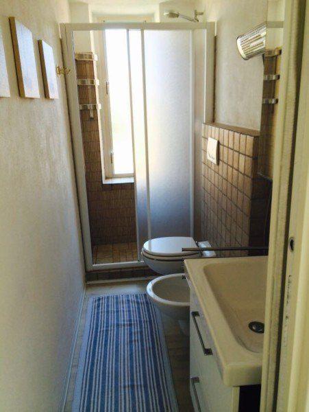 Foto complessiva del bagno presente nel bilocale Giorgio in affitto a Giglio Porto