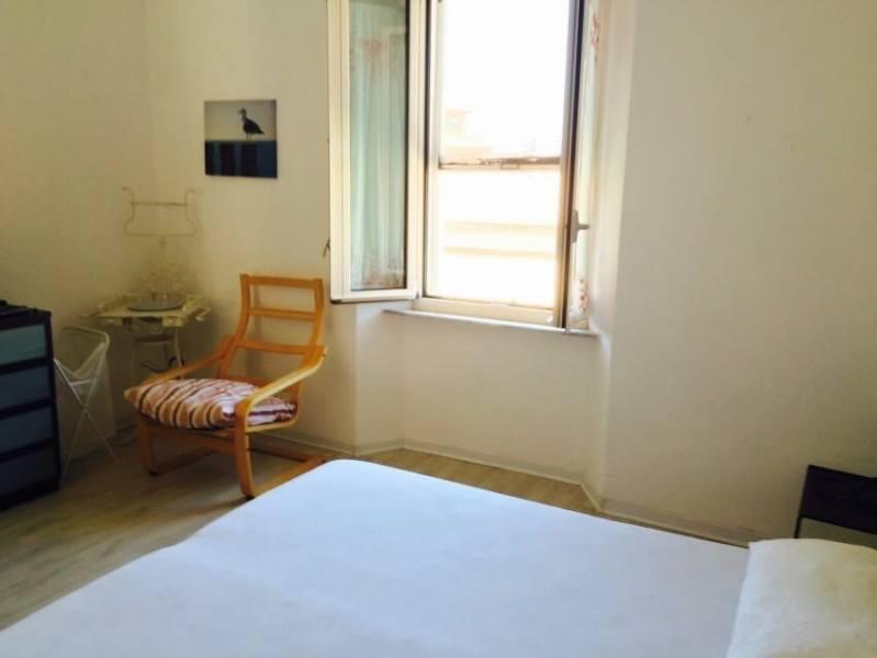 Porzione di camera da letto matrimoniale presente nel bilocale Giorgio in affitto a Giglio Porto