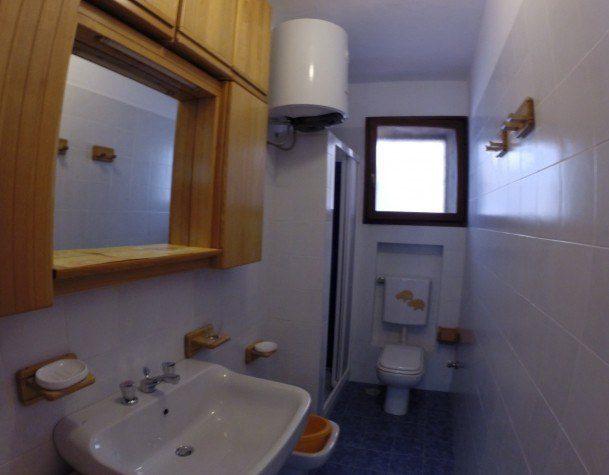 Bagno fotografato all'interno del Bilocale July Cannelle in vendita Isola del Giglio Cannelle