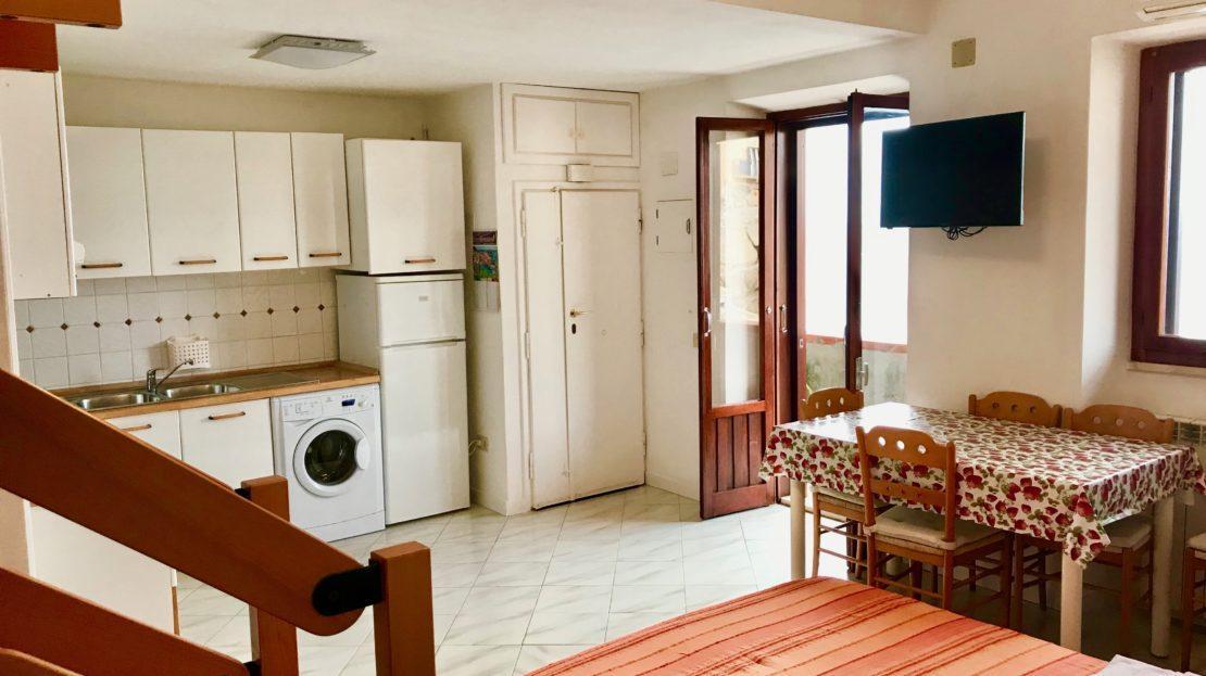 Zona cucina, foto scattata in trilocale Saraceno 2 in affitto a Giglio Porto