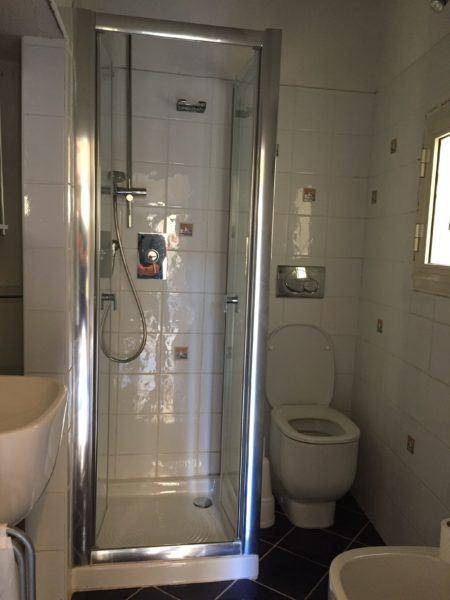 Box doccia e WC in