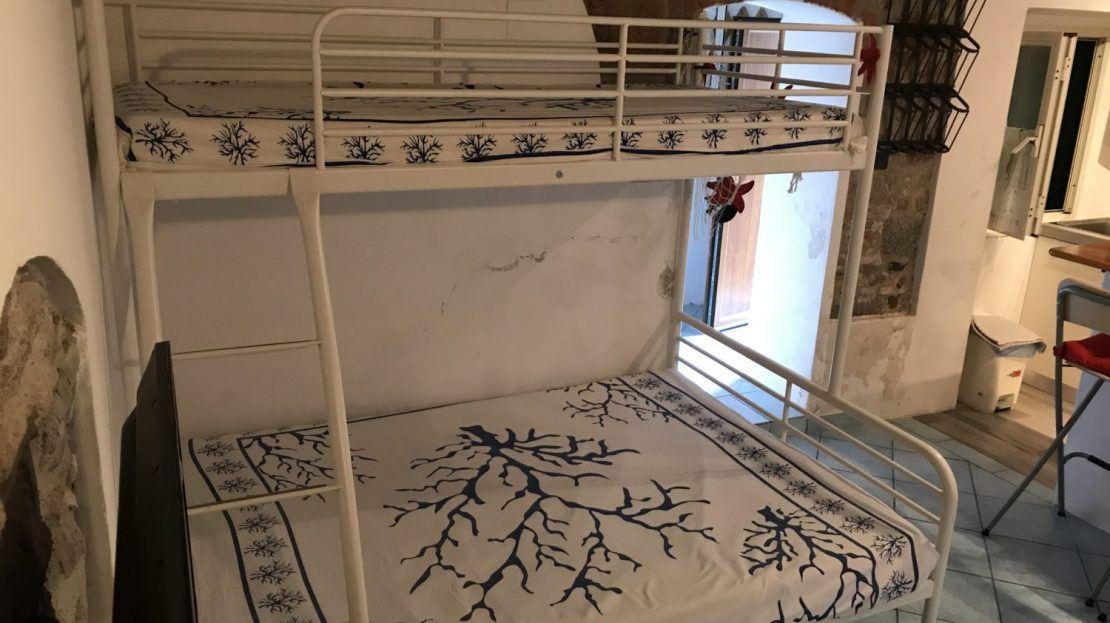 Letti a castello presenti in appartamento monolocale in affitto a Giglio Porto