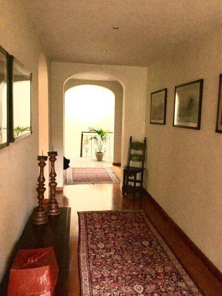 Ampio corridoio centrale presente all'interno di villa in vendita a Firenze situata in zona Viale Machiavell