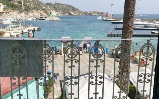 Vista dal terrazzo del bilocale Silvia in affitto a Giglio Porto
