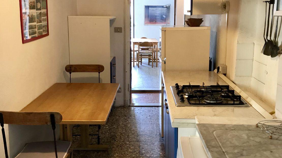 Interni con particolare area cucina del bilocale Silvia in affitto a Giglio Porto