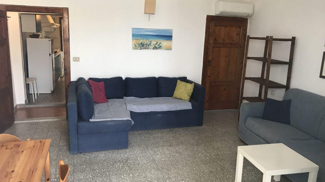 Sala con divanetti presenti all'interno del bilocale Silvia in affitto a Giglio Porto