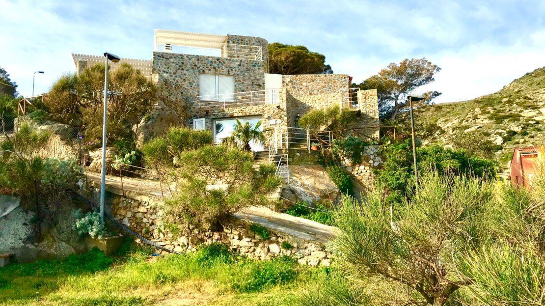 Villa Giulia in Affitto e Vendita al porto di Isola del Giglio, foto panoramica dall'esterno