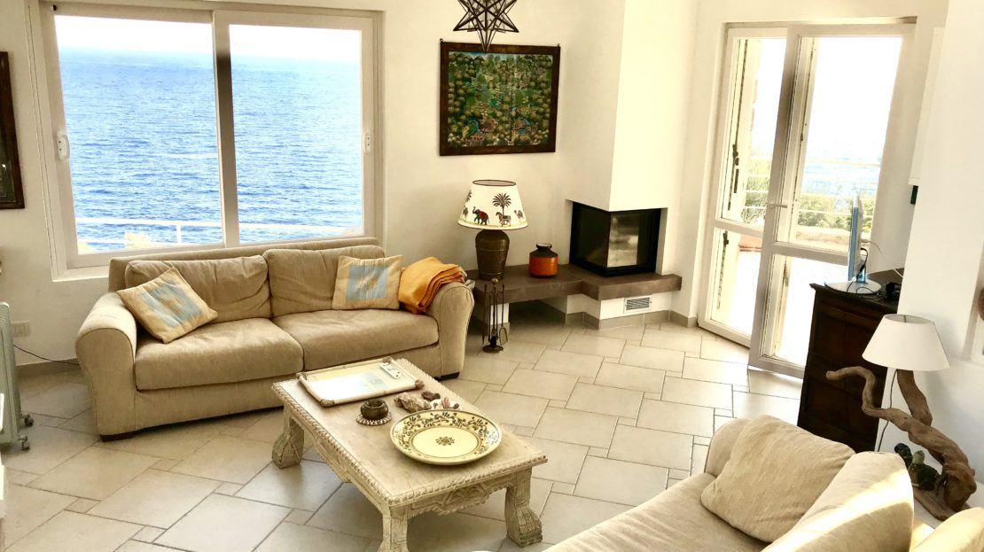 Villa Giulia in Affitto e Vendita a Giglio Porto, particolare della sala con vista mare