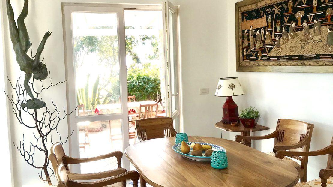 Trilocale Giulia in Affitto a Giglio Porto, foto della cucina con tavolo e sedie in legno
