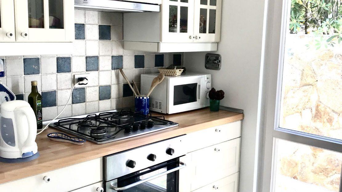 Porzione di angolo cucina scattata all'interno del Trilocale Giulia in Affitto a Giglio Porto