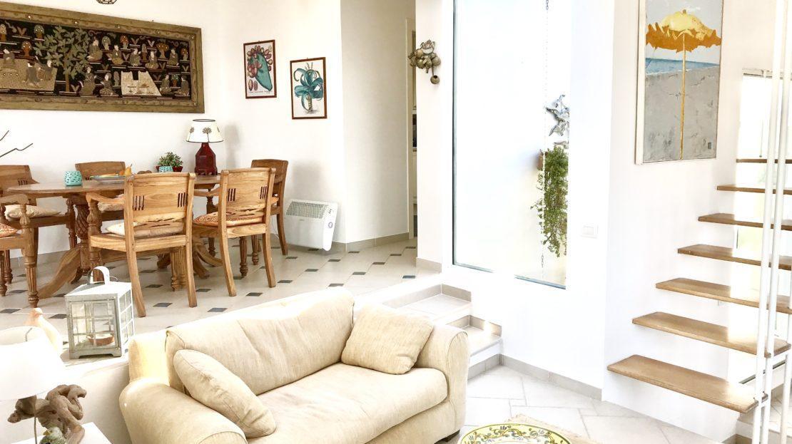 Porzione della sala di Villa Giulia in Affitto e Vendita al porto di Isola del Giglio