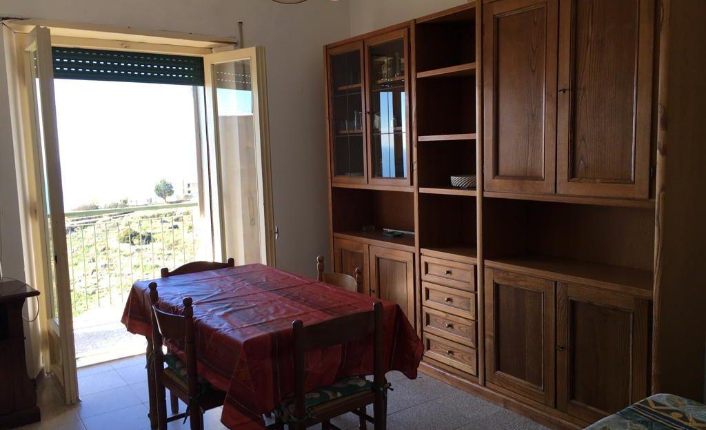 Sala da pranzo presente nel trilocale vista mare in vendita a Giglio Castello