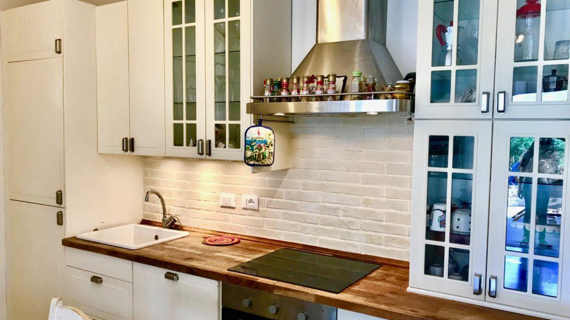 Particolare della cucina in appartamento indipendente in vendita a Giglio Campese, loc. Isolella