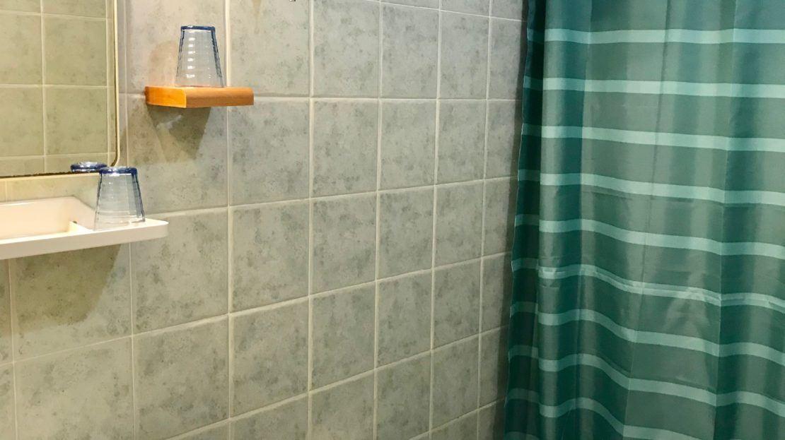 Bagno presente all'interno dell' appartamento Violetta disponibile in affitto nella località di Giglio Porto