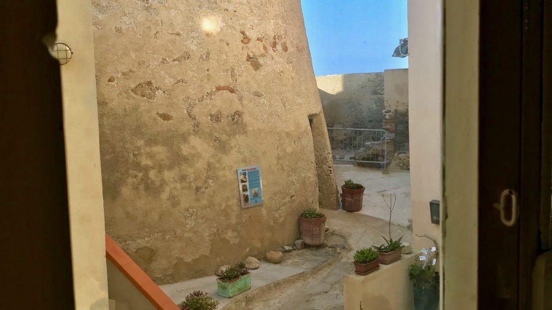 Vista dalla finestra dell'appartamento Violetta disponibile in affitto nella località di Giglio Porto