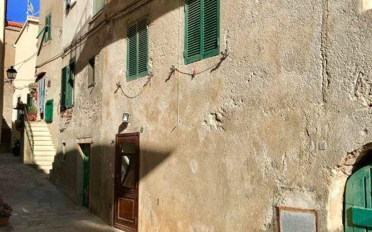 Foto panoramica esterna scattata nei pressi dell'appartamento Violetta disponibile in affitto nella località di Giglio Porto