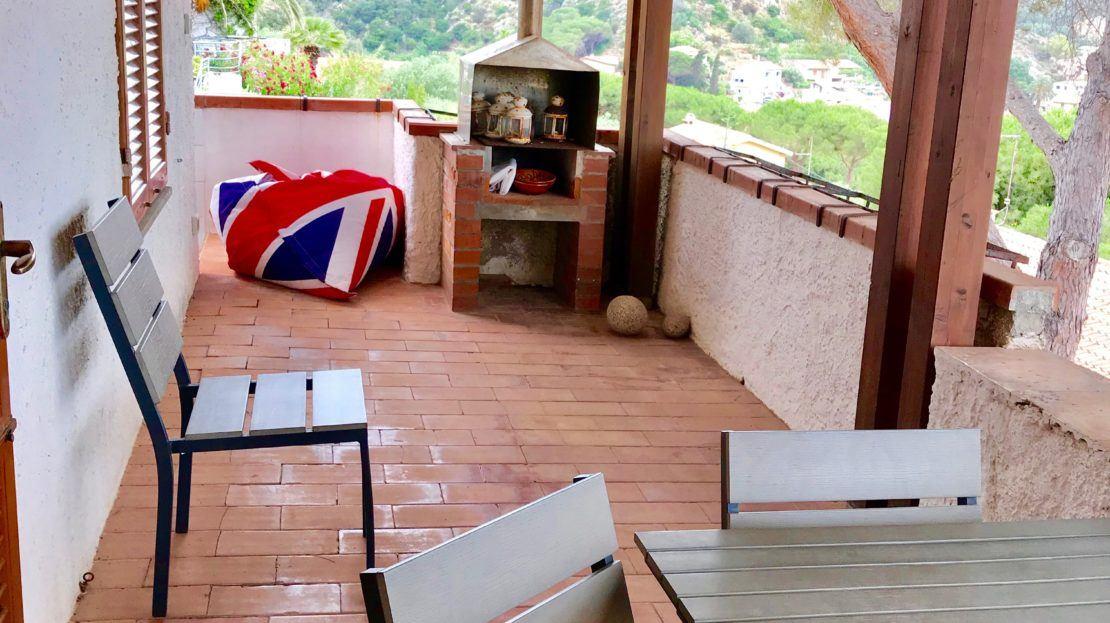 Terrazzo presente all'interno di un trilocale vista mare in vendita a Giglio Castello