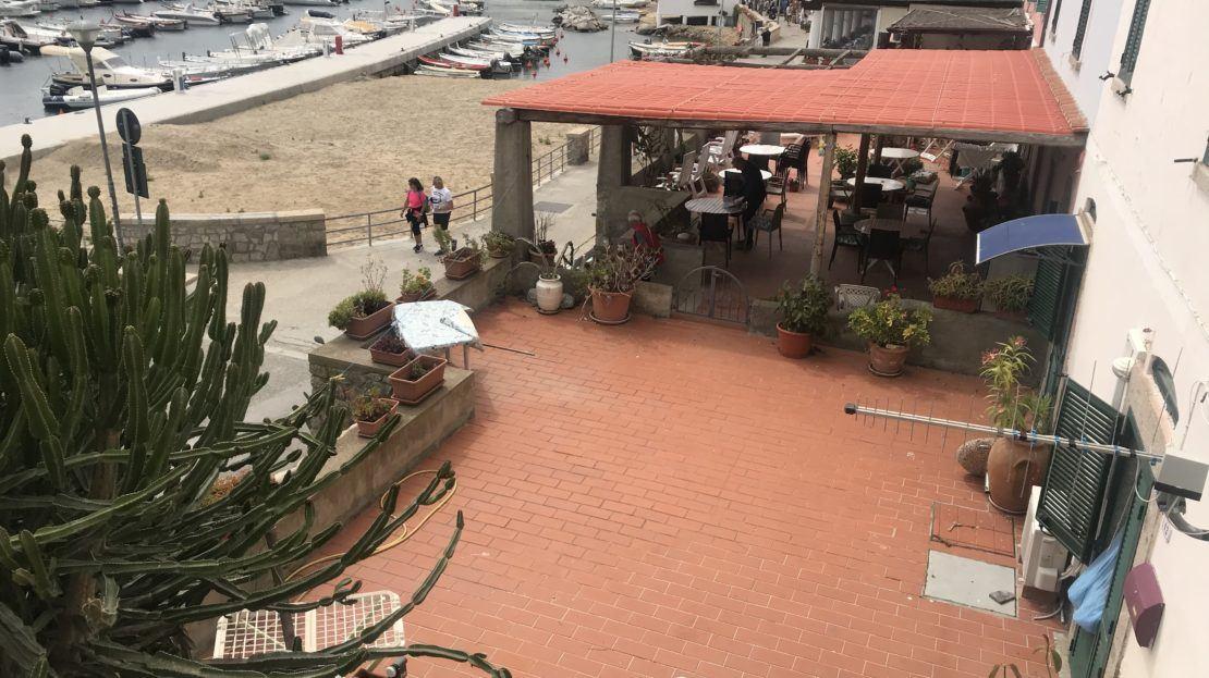 Area esterna fotografata presso il monolocale Argentino in affitto a Giglio Porto
