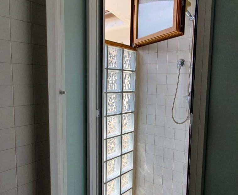 Particolare del box doccia in appartamento Alice in vendita a Giglio Campese, loc. Isolella