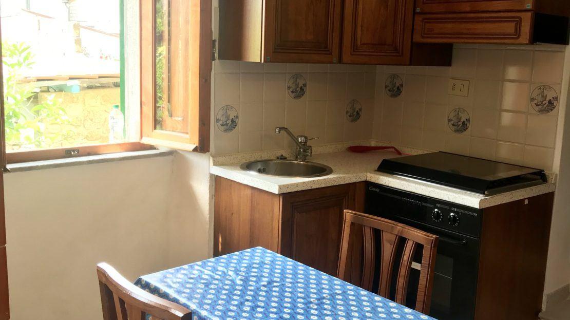 Sala cucina presente nel monolocale Argentino in affitto a Giglio Porto