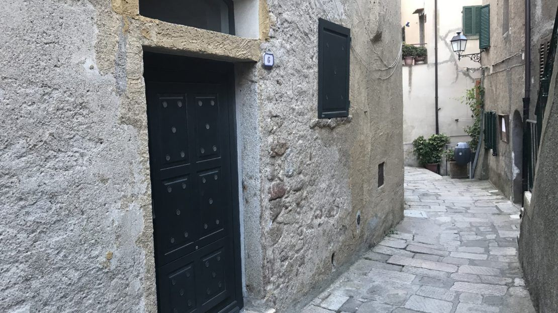 vendesi fondo commerciale a Giglio Castello