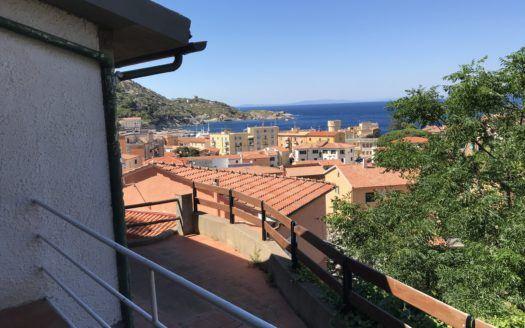 affittiamo Rosalba appartamento al porto di isola del giglio per 2 \4 posi letto