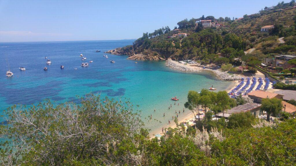 cannelle isola del giglio, panoramica della spiaggia