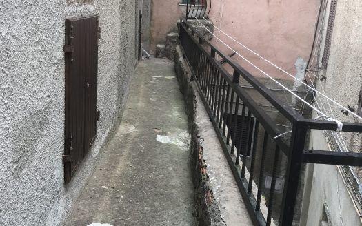 Vendita appartamento al castello di isola del giglio disposto su più livelli ad € 160.000.00