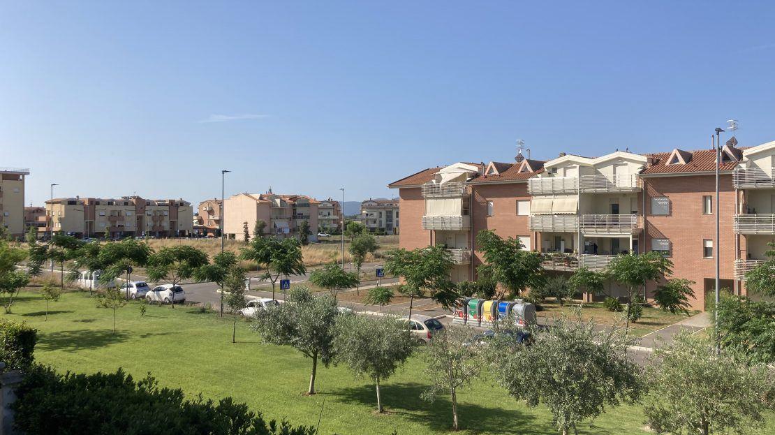 Vendiamo a grosseto zona Pizzetti appartamento con tre camere e due bagni ,ampio terrazzo e garage